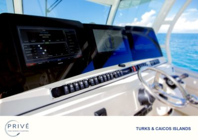 Hydrasports 53 motor boat's helm and High-Tech Navigation